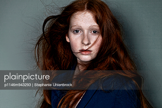 Woman with red hair - p1146m943293 by Stephanie Uhlenbrock