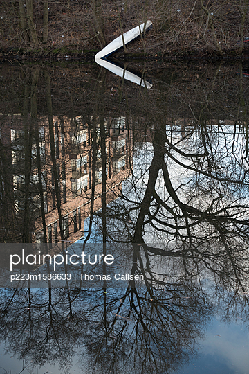 Kanu hat Winterpause - p223m1586633 von Thomas Callsen