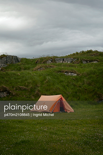 Camping in Scotland - p470m2108845 by Ingrid Michel