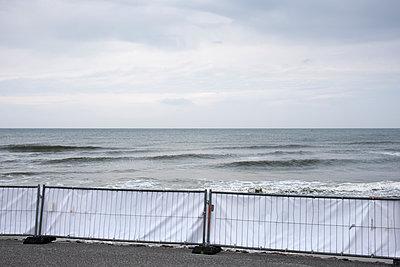 Absperrung am Meer - p171m1184930 von Rolau