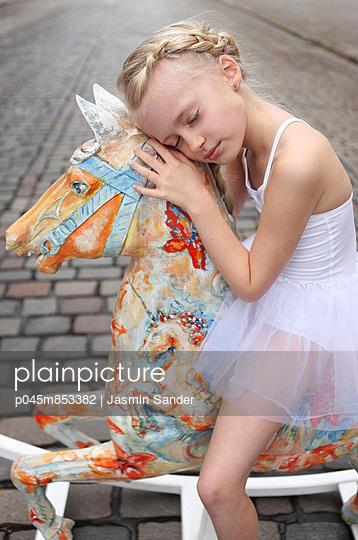 Dreaming princess - p045m853382 by Jasmin Sander
