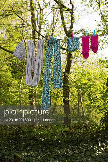 Wäsche auf der Leine - p1231m2013901 von Iris Loonen