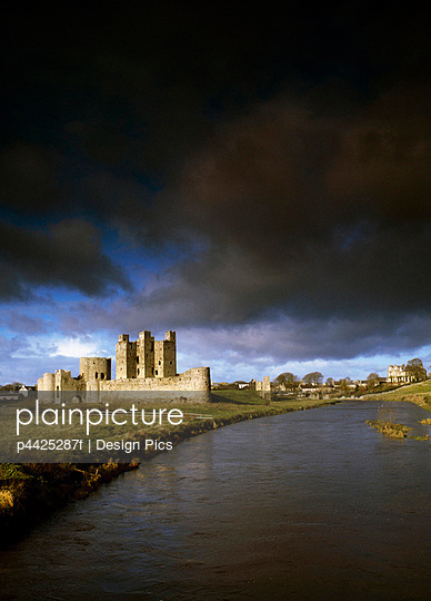 Trim Castle, River Boyne, Trim, County Meath, Ireland