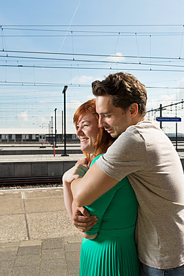 Couple at the station - p1132m1159138 by Mischa Keijser