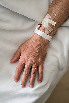 Hand of a married man convalescing in hospital - p300m1052925f by Ramon Espelt