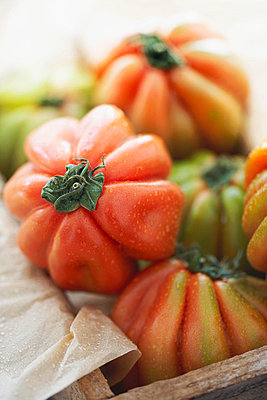 Tomatoes, close up - p300m982149f by Knut Schulz