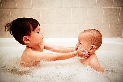 Boys in buthtub - p584m1004617 by ballyscanlon