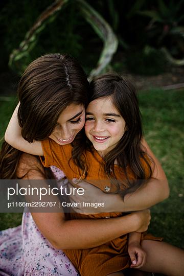Mother & Daughter Embracing in San Diego - p1166m2292767 by Cavan Images