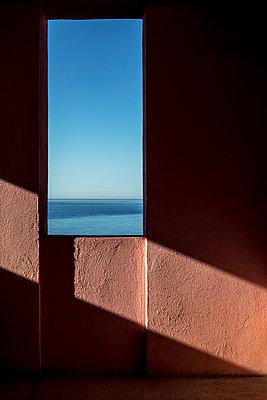 La muralla roja - p1329m1491677 by T. Béhuret