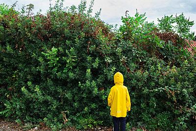 Child in yellow  - p1623m2209170 by Donatella Loi