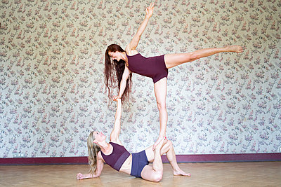 Acroyoga - p1295m2133635 by Katharina Bauer
