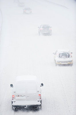 Cars on highway in blizzard - p1418m1572019 by Jan Håkan Dahlström