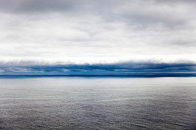 Wolken über dem Meer - p756m938646 von Bénédicte Lassalle