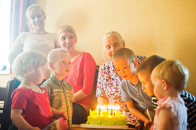Caucasian multi-generation family celebrating birthday - p555m1413590 by Aleksander Rubtsov