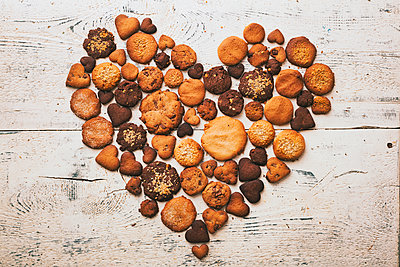 Variety of cookies on wooden table in heart-shape - p555m1444075 by Denis Tevekov