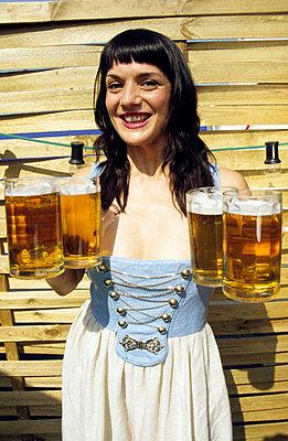 Vier Maß Bier  - p0451404 von Jasmin Sander