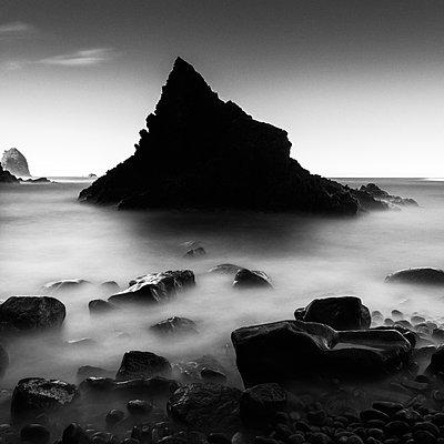 Long exposure shot of sea stack by the beach in Izu Peninsula - p1166m2246709 by Cavan Images