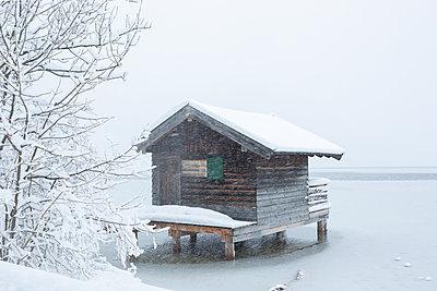 Hut in the snow storm - p454m2071800 by Lubitz + Dorner
