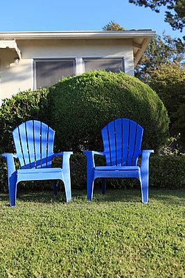 Blue garden chairs - p0452838 by Jasmin Sander