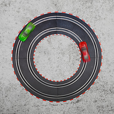 Traffic in a circle - p105m890511 by André Schuster