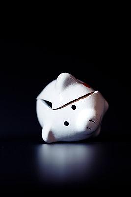 Broken piggy bank - p1149m2278419 by Yvonne Röder