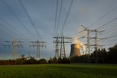 Coal fired power station cooling tower and chimney with power lines in the foreground, Netherlands - p429m2058252 by Mischa Keijser
