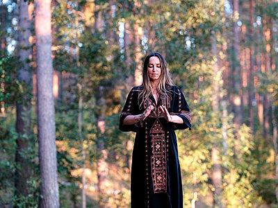 Meditation - p551m2056714 von kaipeterstakespictures
