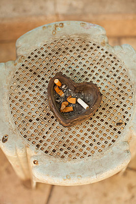 Ashtray - p586m762977 by Kniel Synnatzschke