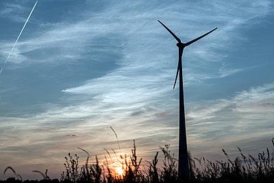 Windkraftanlage Kemel, Tausnuskamm, Rheingau Taunus Kreis - p718m892121 von Arne Landwehr