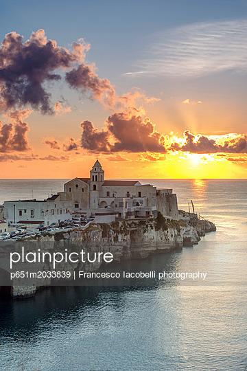 p651m2033839 von Francesco Iacobelli photography