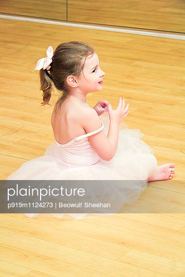 Kleine Ballerina - p919m1124273 von Beowulf Sheehan