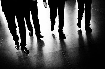 Business people on the move - p1616m2187711 by Just - Schmidt