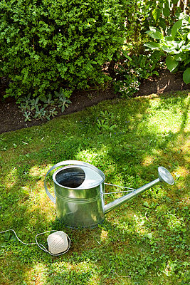 Gartenarbeit - p637m2187305 von Florian Stern