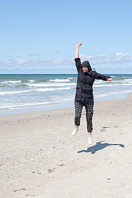Lebensfreude am Strand - p1078m1050887 von Frauke Thielking