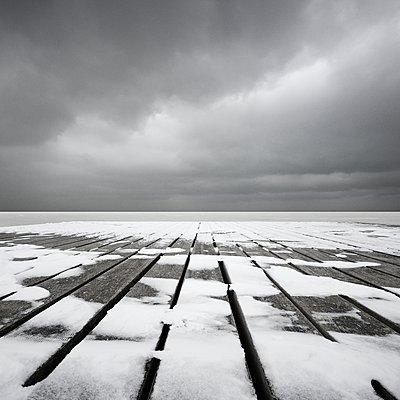 Ein grauer Tag im Winter - p1137m1559141 von Yann Grancher