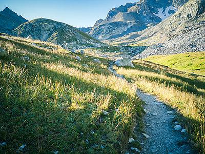 Wanderweg im Valle Maira - p1660m2278260 von ofoulon