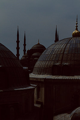 View on Sultan Ahmed Camii (blue Mosque) from Hagia Sophia - p798m1025702 by Florian Löbermann
