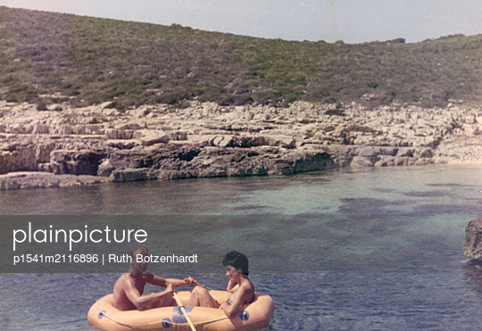 Young couple in a rubber raft - p1541m2116896 by Ruth Botzenhardt