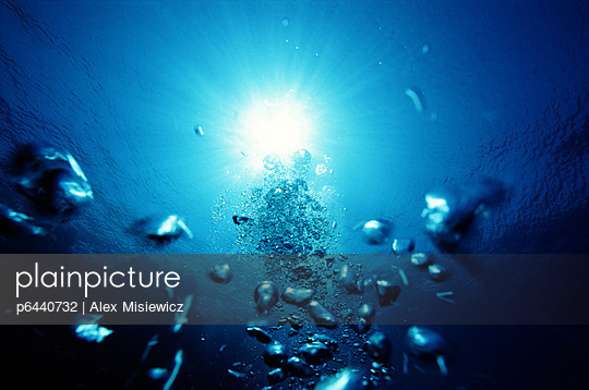 Sun shining through water with bubbles - p6440732 by Alex Misiewicz
