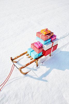 Geschenke und Schlitten - p464m1550348 von Elektrons 08
