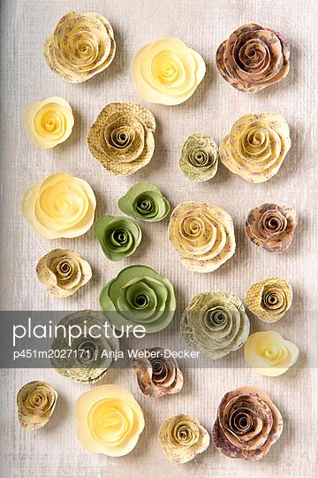Papierrosen - p451m2027171 von Anja Weber-Decker