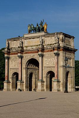 Arc de Triomphe du Carrousel, Paris, France, shutdown due to Covid-19 - p1329m2177977 by T. Béhuret