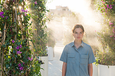 Portrait of young woman among ornamental plants - p1437m2008227 by Achim Bunz