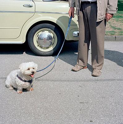 Oldtimer; Mann und Hund - p3420447 von Thorsten Marquardt