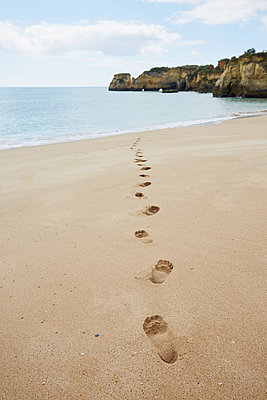 Footprints on the beach lead to the sea - p464m2082399 by Elektrons 08