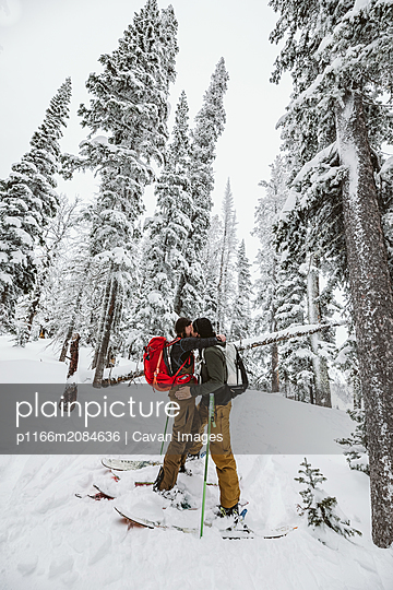 young couple embrace during a backcountry ski trip in wyoming - p1166m2084636 by Cavan Images