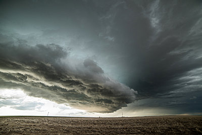 Tornado warned supercell in the eastern Colorado Plains, Yuma, Colorado, USA - p429m1494501 by Jessica Moore