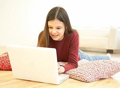 Mädchen mit Laptop - p5090031 von Reiner Ohms