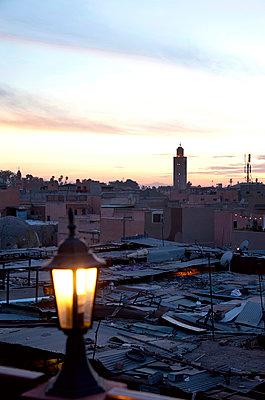 Sonnenuntergang in Marrakesch - p382m1171607 von Anna Matzen
