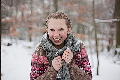 Hit by a snowball - p586m766949 by Kniel Synnatzschke